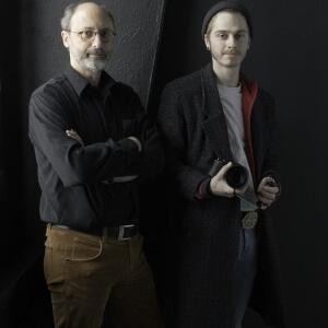 Yves Arcand, professeur en techniques de photographie et Samuel Bolduc, étudiant en techniques de photographie<br />Crédit Photo: Studio du ruisseau