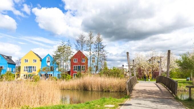 Paysage de maisons colorés à l'étranger