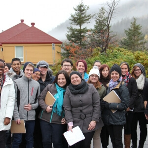 •Les étudiants de collégial 1 en Techniques de tourisme accompagnés de leurs enseignants Véronique Roy et Yves Lamontagne (à l'extrême droite) au parc national du Bic. <br />Source : Crédit photo : Alain Rousseau-Simard, enseignant