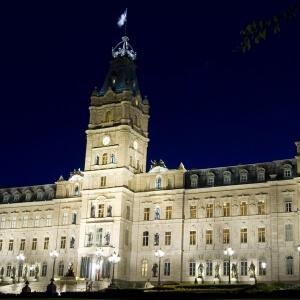 La mise en lumière de l'hôtel du Parlement et de ses annexes.<br />Crédit Photo: Commission de la capitale nationale du Québec (CCNQ), Pierre Joosten