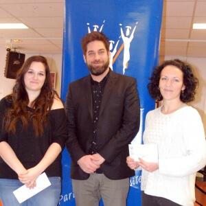 De gauche à droite : Anabelle Pallagrossi, Jérôme Forget, président du comité local de l'association des cadres du Cégep de Matane et Geneviève Thibault.<br />Source : Gabriel Couture