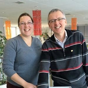 Diana Cindie Tremblay, enseignante en Soins infirmiers, et Louis Poirier, conseiller cadre, ont effectué les tirages de la loterie.<br />Source : Ariane Joanie Banville