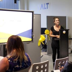 Cabrina Marchioni des Bombes Créatives lors de la conférence de presse pour souligner le lancement de l'incubateur d'entreprise L'ALT Numérique.<br />Crédit Photo: Alice Boutten (Bombes créatives)