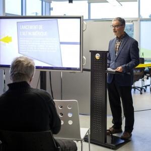 M. Pierre Bédard directeur général du Cégep de Matane lors de la conférence de presse pour souligner le lancement de l'incubateur d'entreprise L'ALT Numérique.<br />Crédit Photo: Alice Boutten (Bombes créatives)