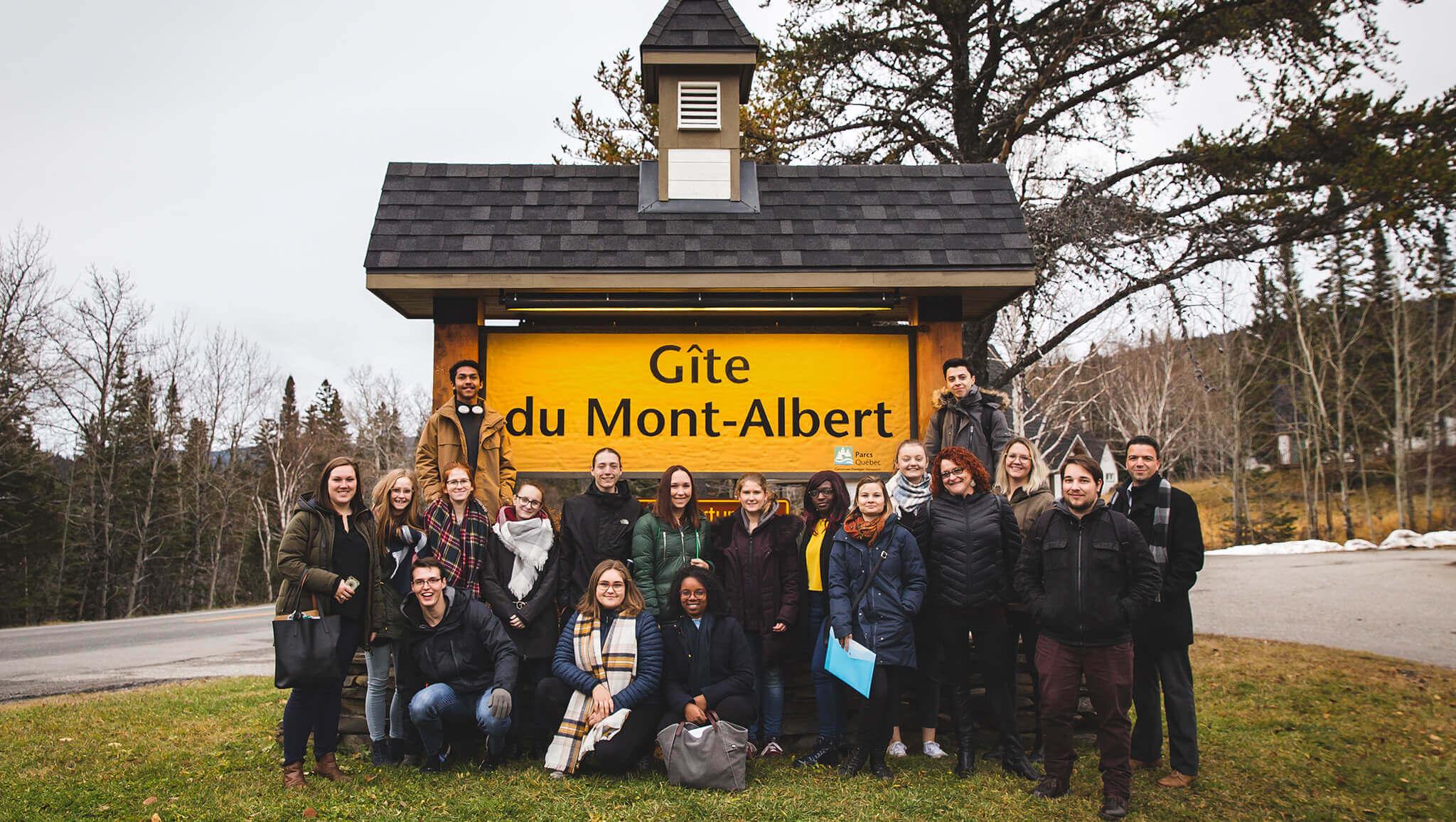 Étudiants du programme Tourisme au Gîte du Mont-Albert dans le Parc de la Gaspésie.