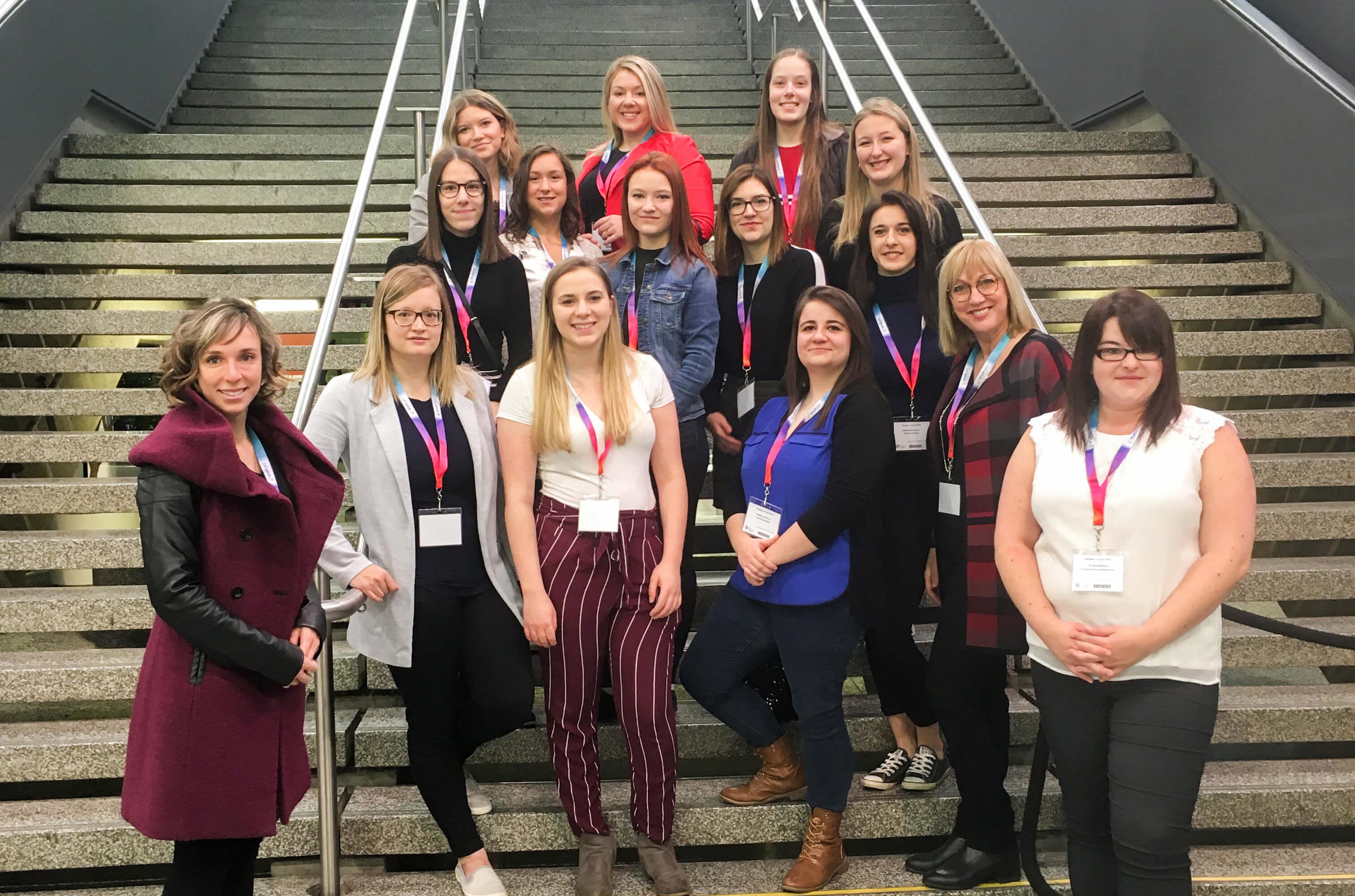 Étudiants en Soins infirmiers lors de la visite à l'Ordre des infirmières et infirmiers du Québec.
