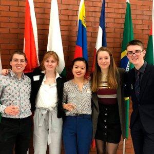 Quatres étudiants en sciences humaines à la simulation de l'ONU<br />