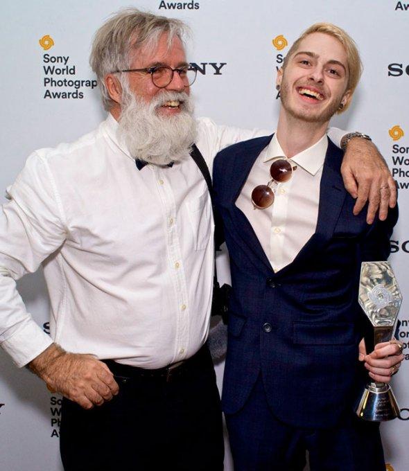 Photo d'un enseignant et de l'étudiant gagnant du WPO