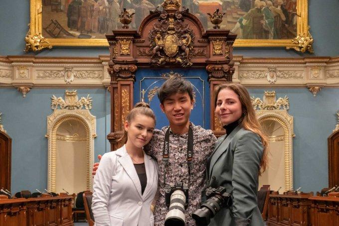 Photo de trois étudiants en photo