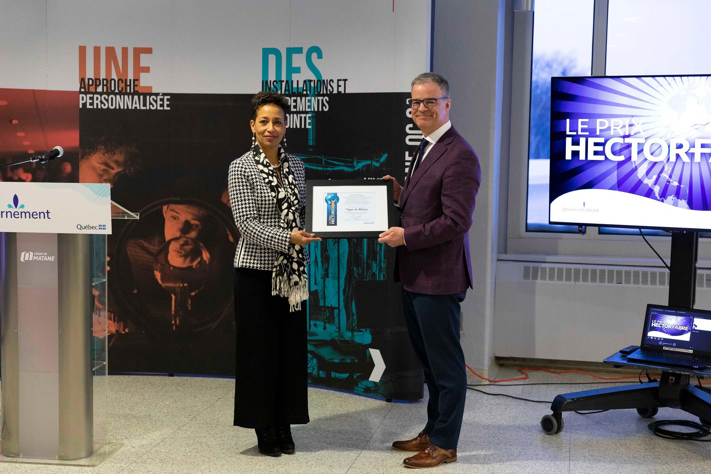 La ministre des Relations internationales et de la Francophonie remet l'édition 2019 du prix Hector-Fabre au Cégep de Matane