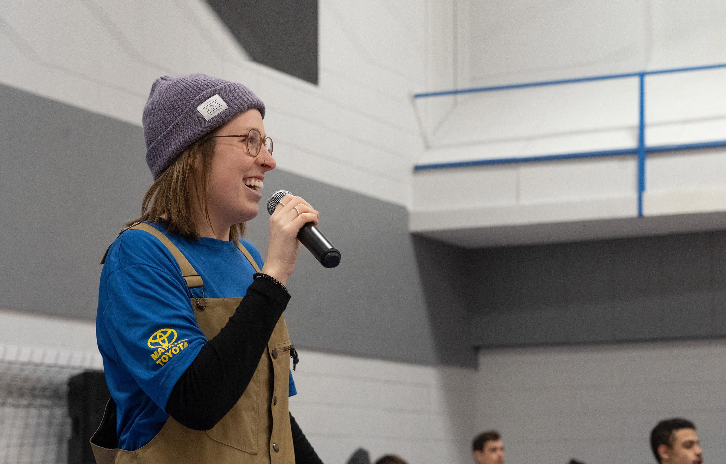 Alexandra s'adresse aux étudiants