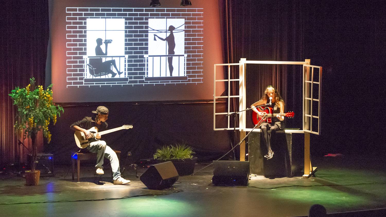 Alexandre Chonette et Mélina Hargé ont été très applaudis lors de leur reprise de la chanson Les Voisine de Renan Luce.