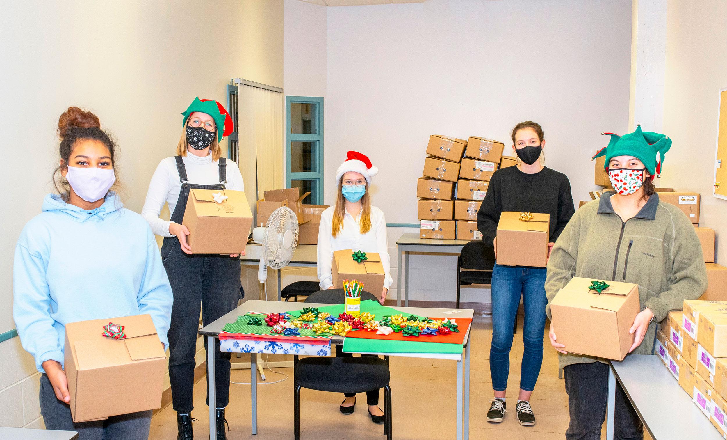 Le Cégep de Matane distribuera 300 boîtes-cadeaux à sa population étudiante