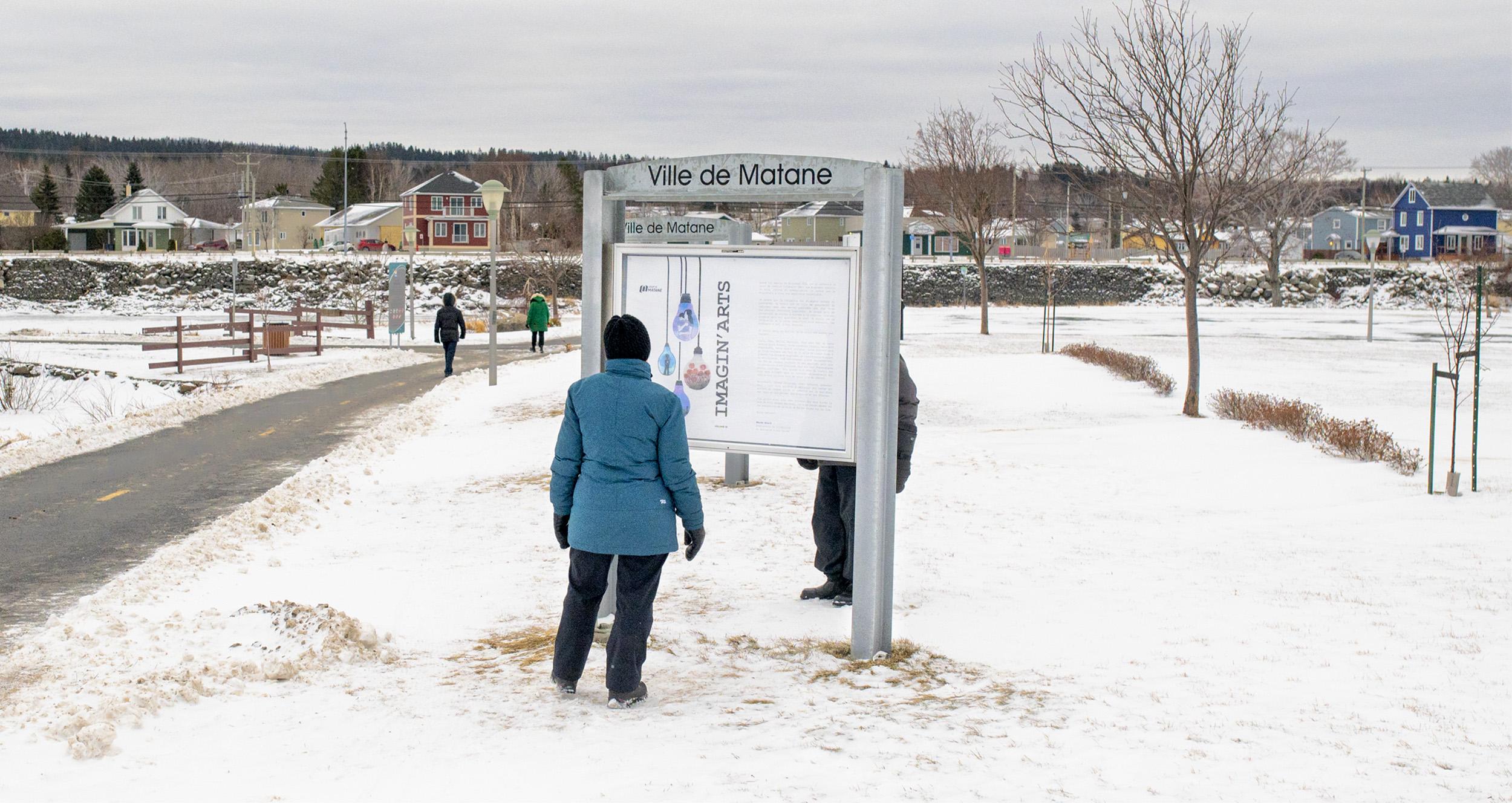 Les présentoirs photos exposent Calendrier municipal