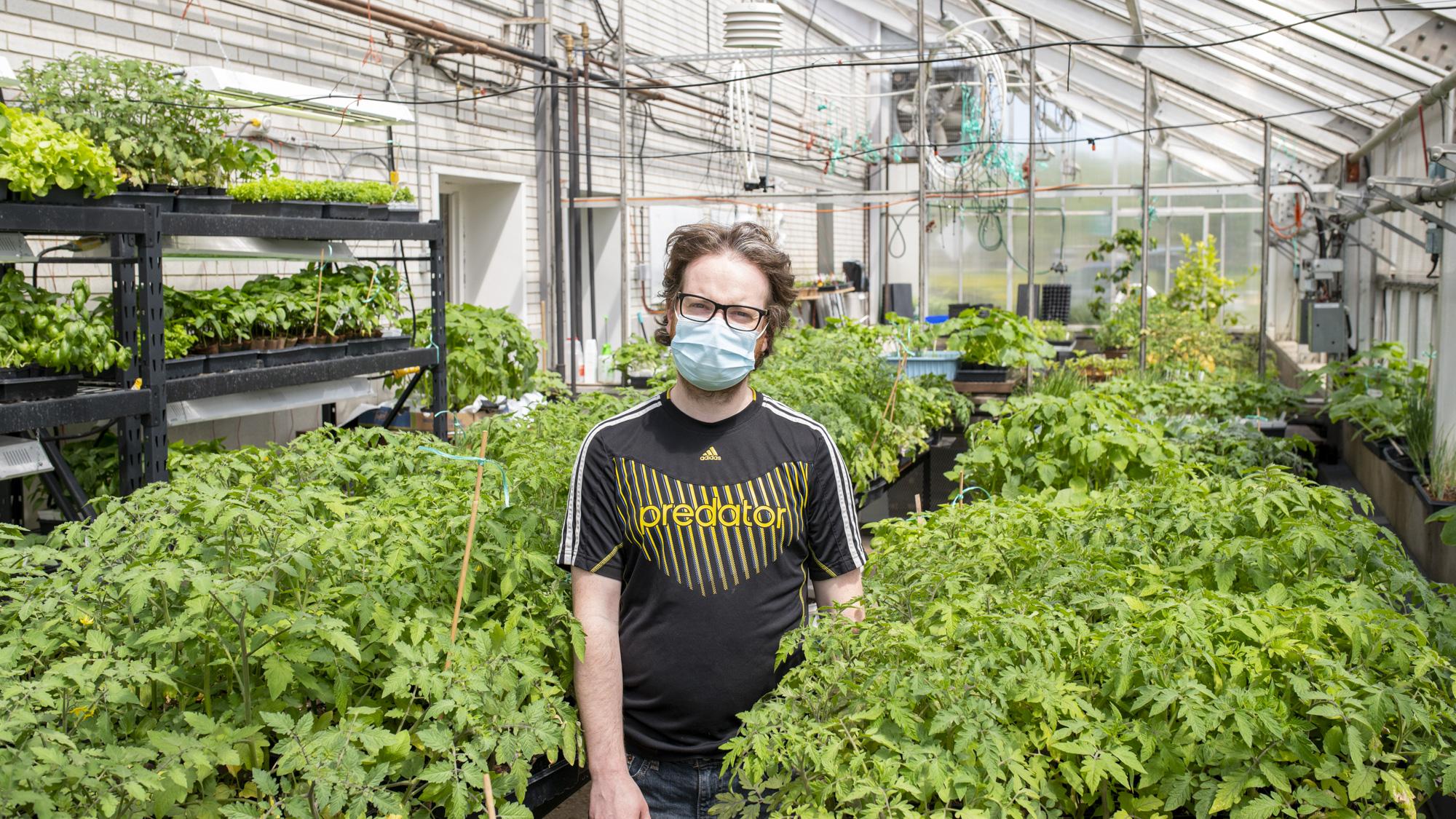 Activité de partage de plants au Cégep de Matane en lien avec la MRC