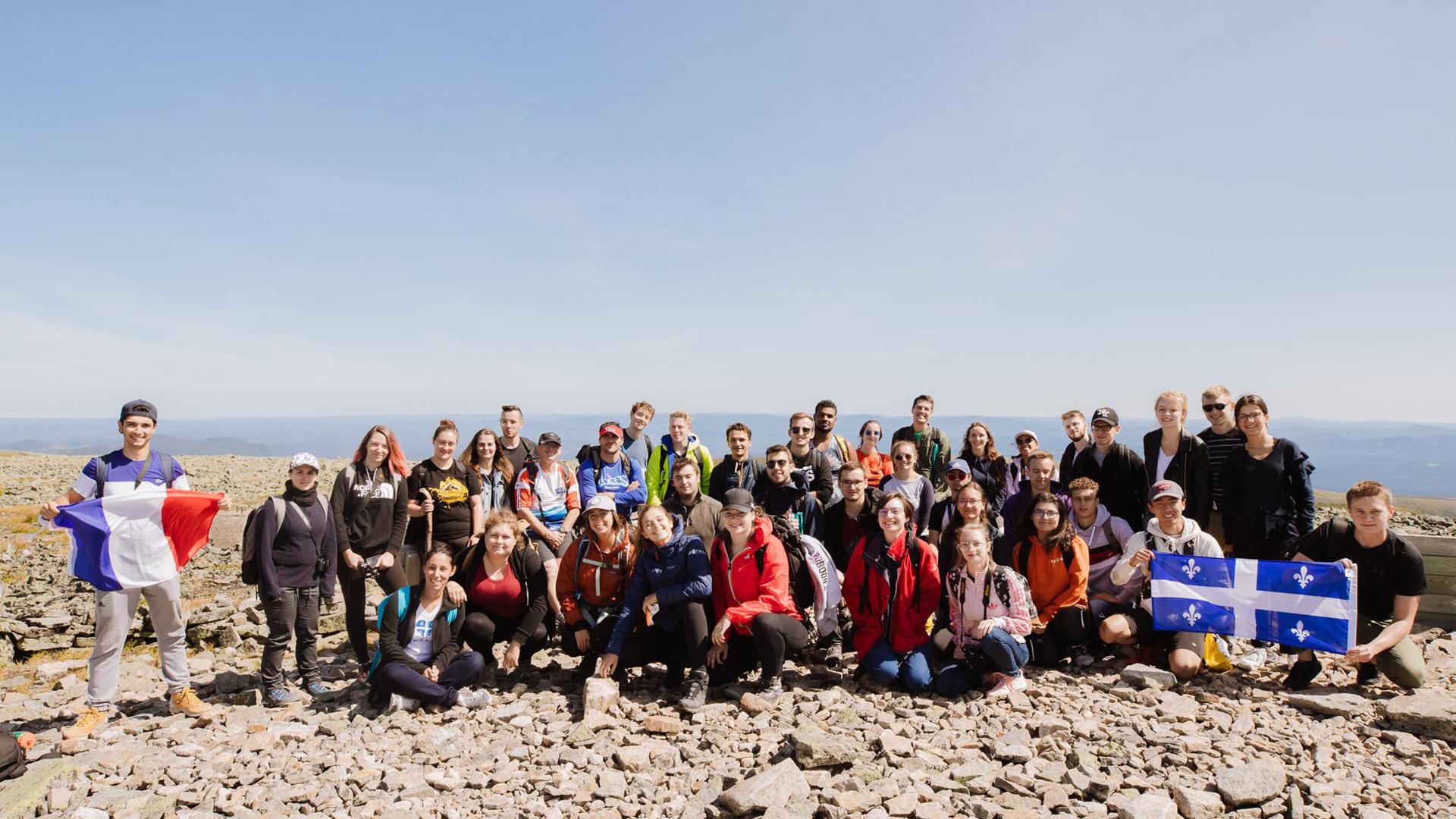 photo de groupe étudiants lors d'une sortie étudiante