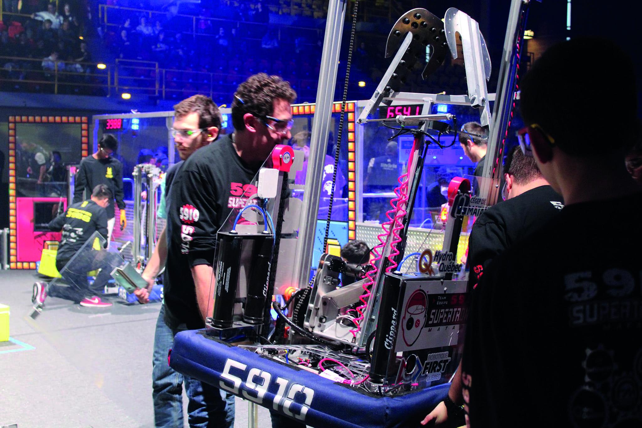 Participation de l'équipe de robotique Supertronix au festival de robotique FIRST.