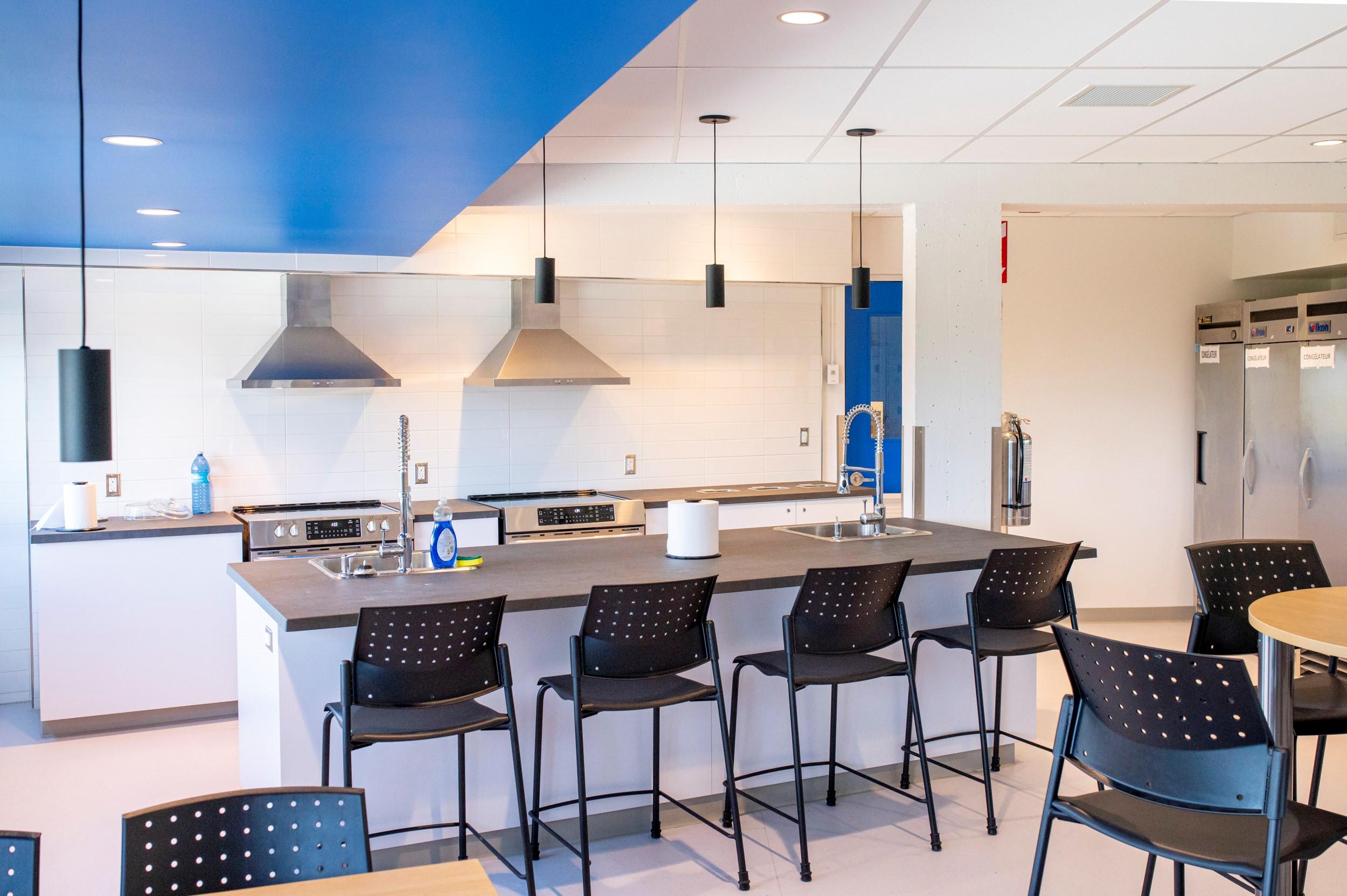 Source : Stéphane Quintin. Trois nouvelles cuisinettes ont bénéficié d'une remise à niveau lors de cette deuxième phase de travaux à la résidence étudiante du Cégep de Matane.